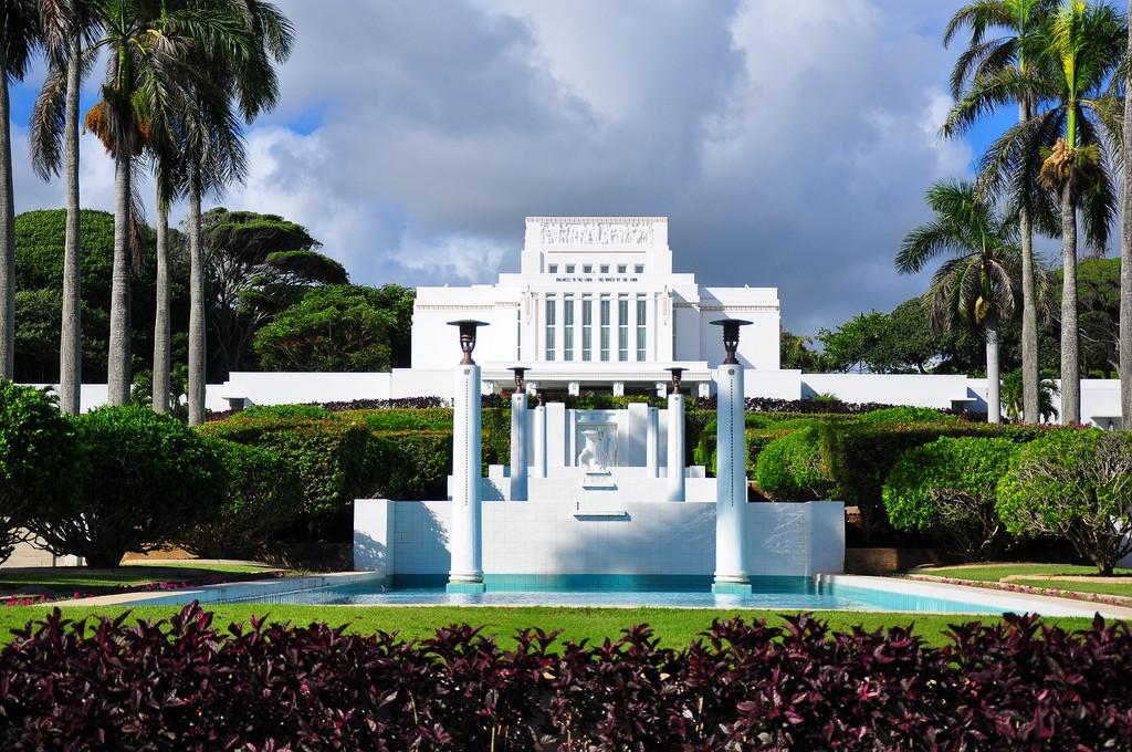 Havaijin Temppeli kauniina ja puhtaana. Herran Temppeleissä voimme tuntea Taivaan lähellä meitä