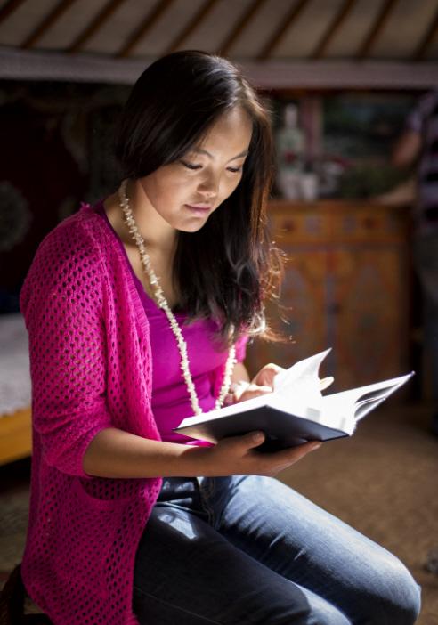Pyhiä kirjoituksia tutkimalla voimme jokainen saada tietoa, viisautta ja voimaa