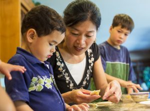 äidit opettavat lapsilleen suunnattoman paljon tärkeitä periaatteita