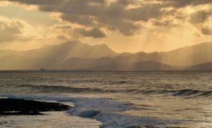 Allokko, vuoristo ja auringonsäteet
