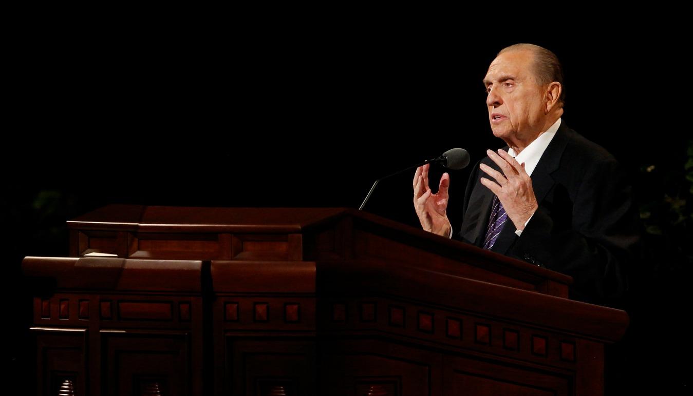 Presidentti Monson ilmoitti neljästä uudesta temppelistä