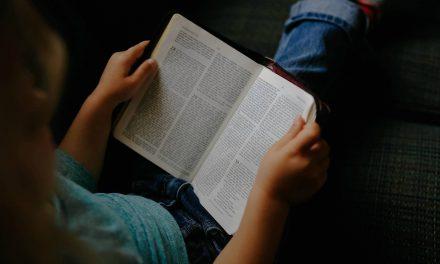4 syytä uskoa, ettei Raamattu ehkä olekaan AINOA Jumalan sana