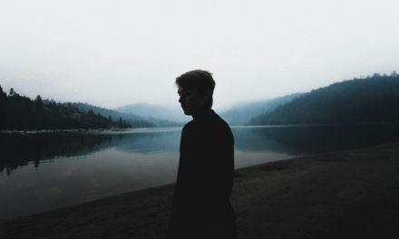 3 valhetta, joita Saatana käyttää saadakseen meidät tuntemaan itsemme kurjiksi