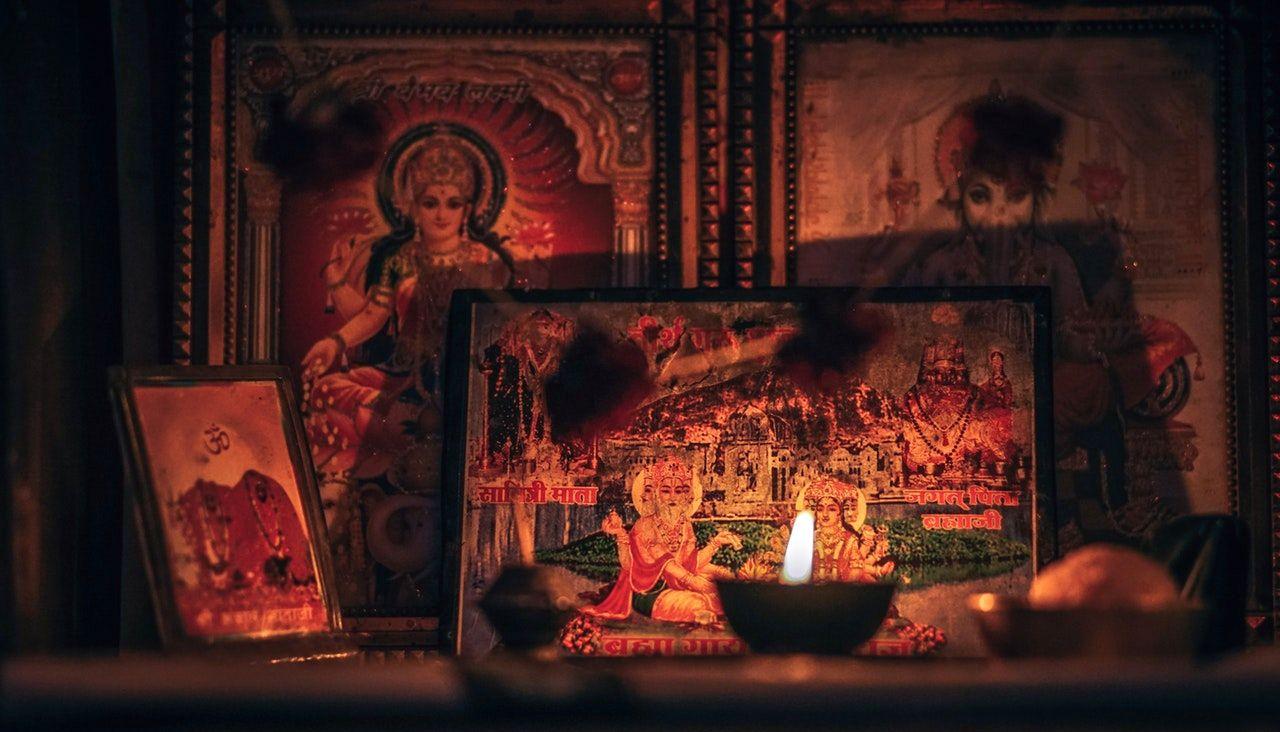 HINDULAISUUS (Hindulaisuuden tärkeimmät jumalat ( (Višnu, Višnulla…