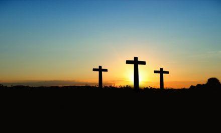 Miksi kirkossanne ei ole ristiä?