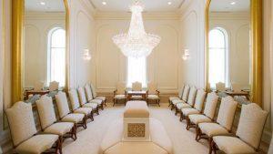 Mormonitemppelien sinetöimishuoneessa solmitaan avioliitto, joka jatkuu myös verhon tuolla puolen.