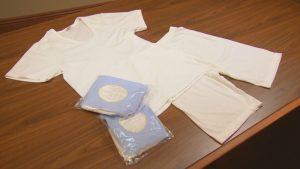 Mormonit, jotka ovat saaneet temppelipyhityksen käyttävät valkoista garmenttia uskonnollisena vaatteena.