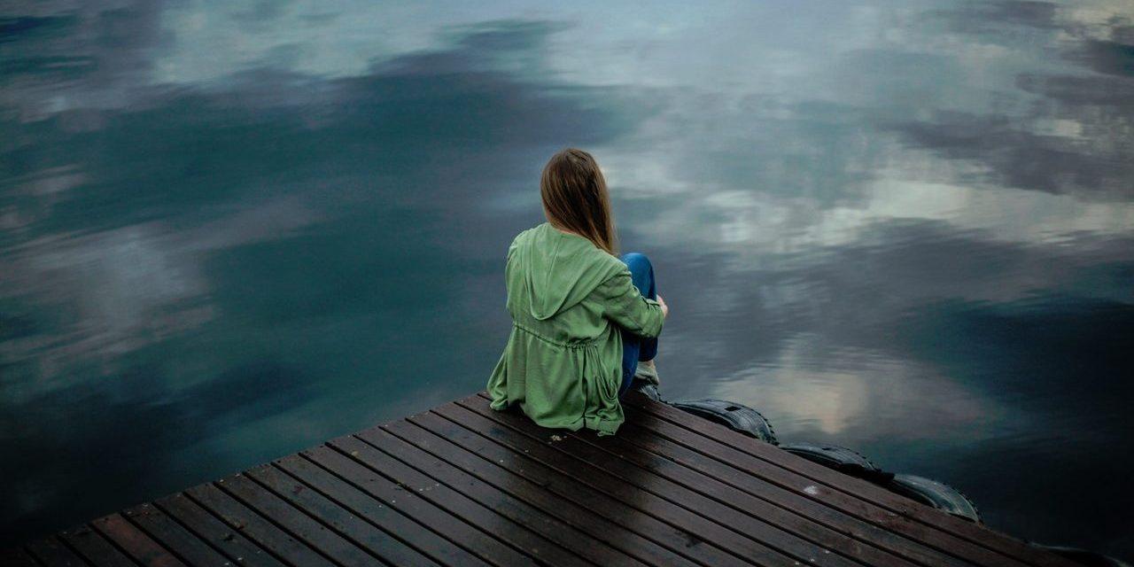 Kuinka voimme päästää irti levottomuudesta, syyllisyydentunteesta ja häpeästä sekä rakastaa itseämme juuri nyt – virheinemmekin