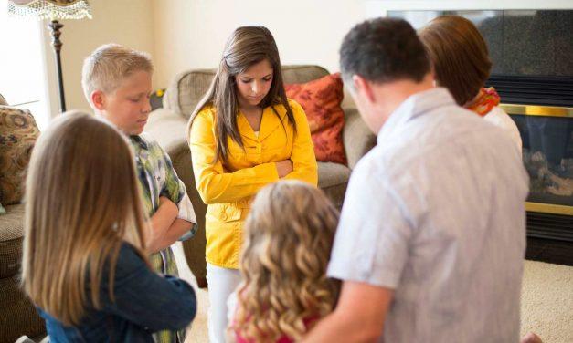 Miksi teidän perheenne pitäisi rukoilla yhdessä?